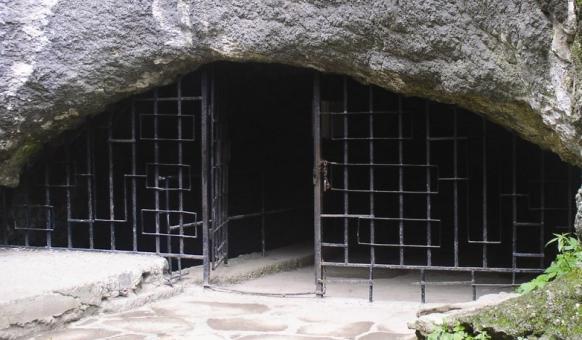 Забележителности в Дряново, Двяновски манастир