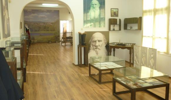 Музей с. Ясна поляна, Толстой, Забележителности Приморско